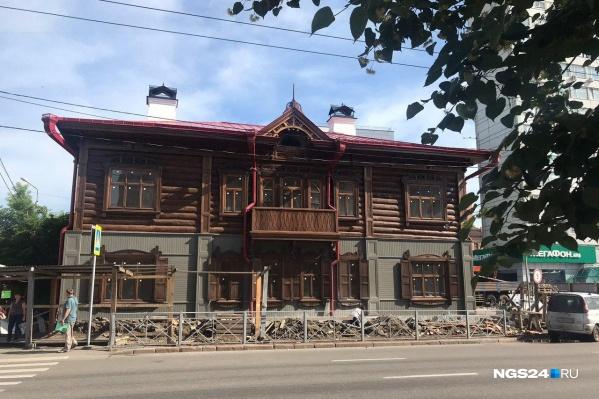 Дом на углу Маркса и Сурикова начали восстанавливать весной прошлого года