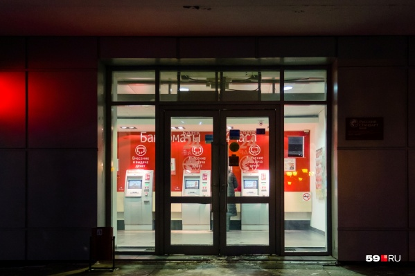 Прийти в банк и в привычном режиме пообщаться с операторами временно нельзя из-за режима самоизоляции