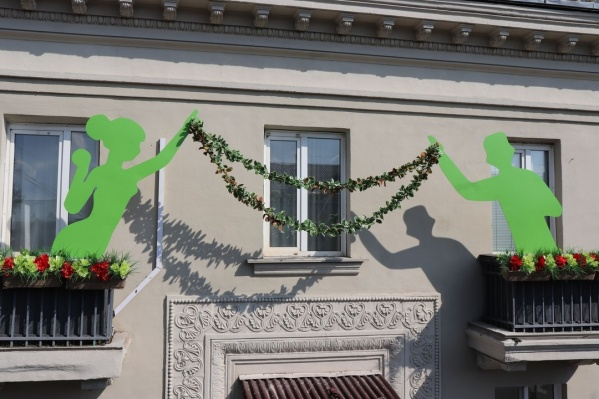 Жители украсили свой балкон и победили в конкурсе