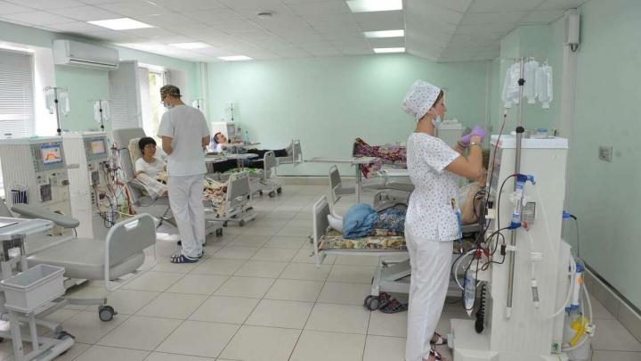 Самарским медикам, которые работают с больными коронавирусом, пообещали доплаты