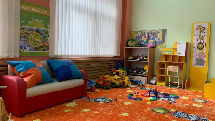 В Омской области новую школу и детсад обставят мебелью, сделанной в колониях