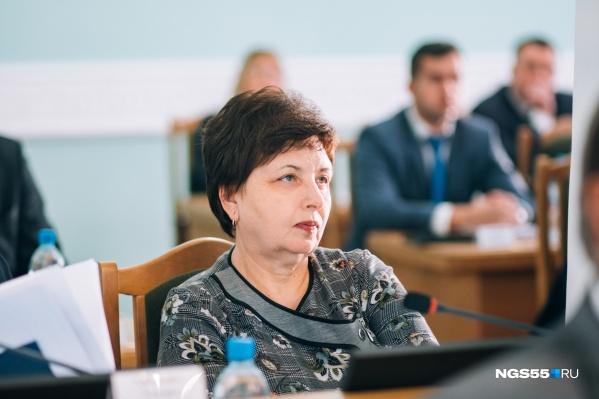 Муж председателя Контрольно-счётной палаты Омска зарабатывает в 28 раз меньше