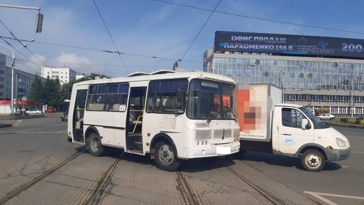 В Уфе 10-летняя пассажирка автобуса пострадала в ДТП