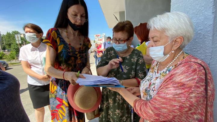 «Лишь бы отговорить нас от голодовки»: волгоградцам обещают за полгода достроить проблемные высотки