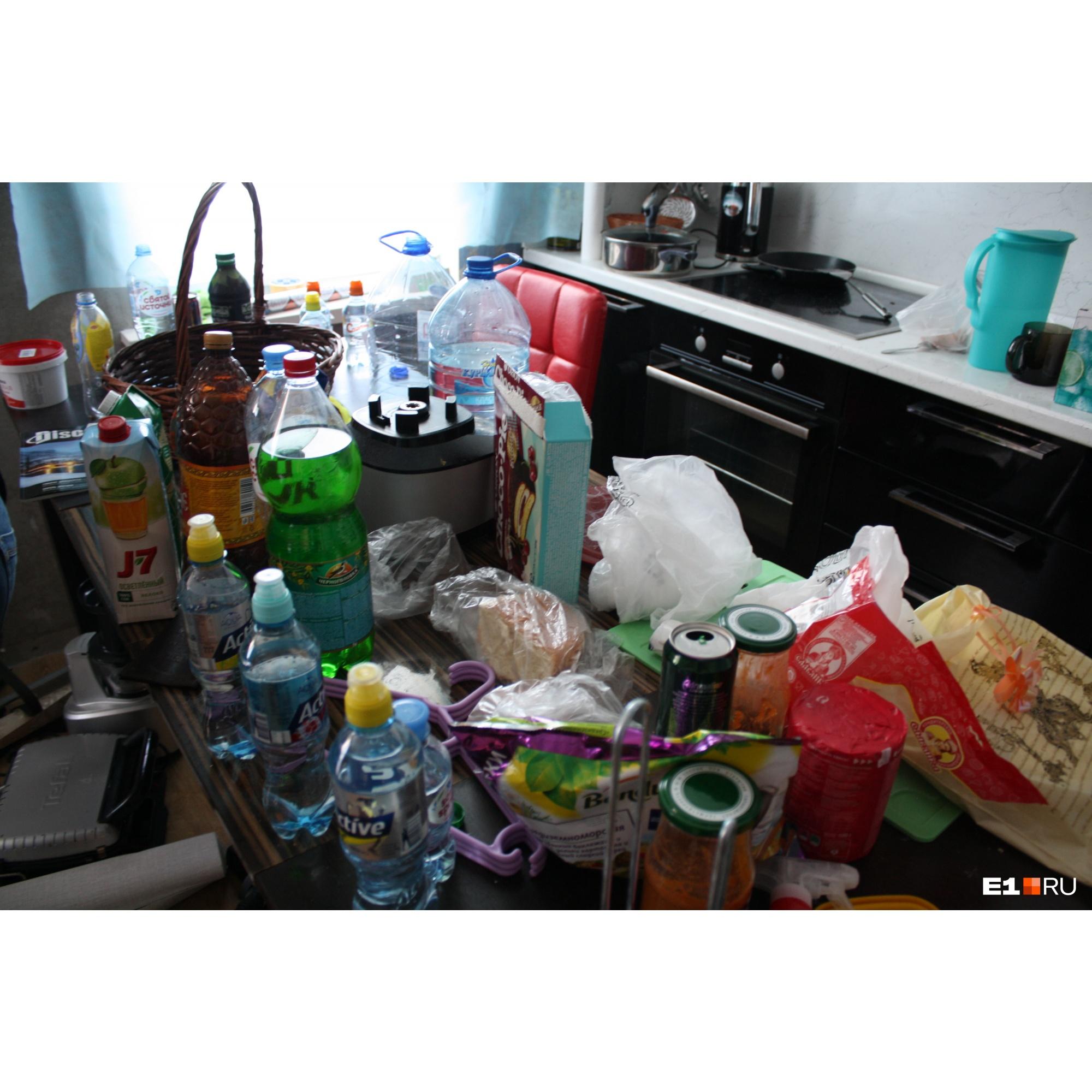 Кухня Таушанкова: куча бутылок, но ни одной из-под алкоголя