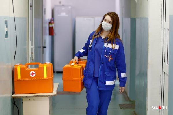 В Красноярске вирус нашли также у двух работников скорой помощи