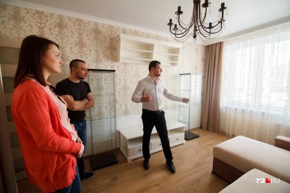 Цены на квартиры упали, но арендаторы не спешат заселяться — денег у них тоже нет