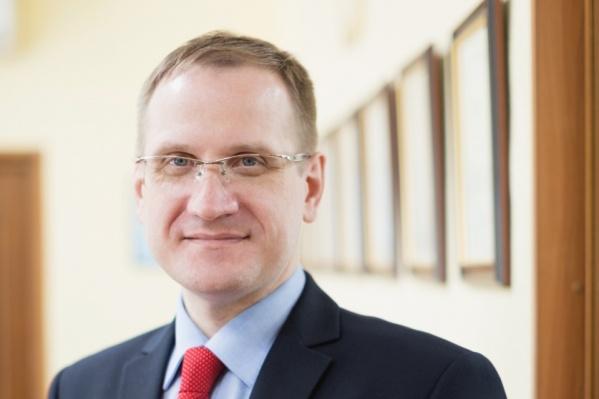 Андрей Борисов управлял работой театра с 2017 года в качестве исполнительного, а с 2019 года — генерального директора