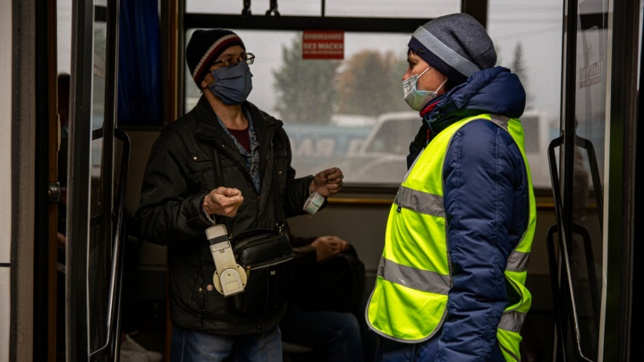 Как наказывают новосибирцев без масок: 13 фото из автобусов и маршруток