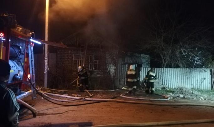 В Волгограде два часа тушили пожар в частном доме