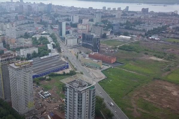 Сейчас площадка завода смотрится как дыра посреди города