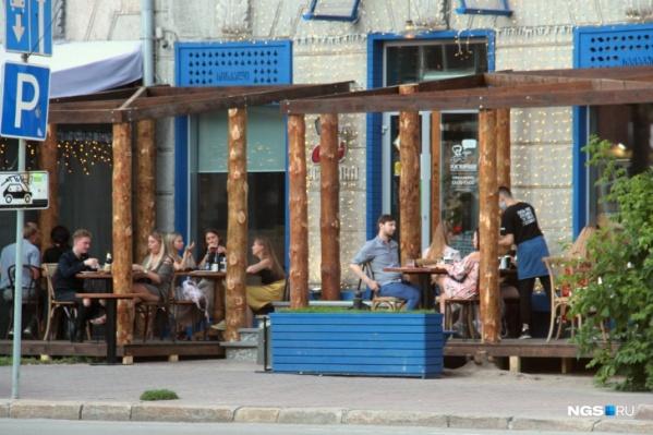 Ресторанам разрешили открыть летние веранды, но они очень просят чиновников разрешить работать залам