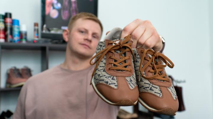 Маленький, но гордый бизнес: диджей из Новодвинска на 15 тысяч открыл мастерскую, где реанимируют обувь