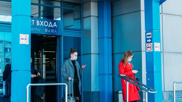 В Омске приземлился самолёт с 86 пассажирами из Москвы — всех отправили на карантин