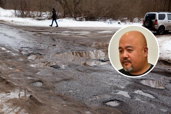 Отчёты чиновников о содержании дорог не устроили активиста