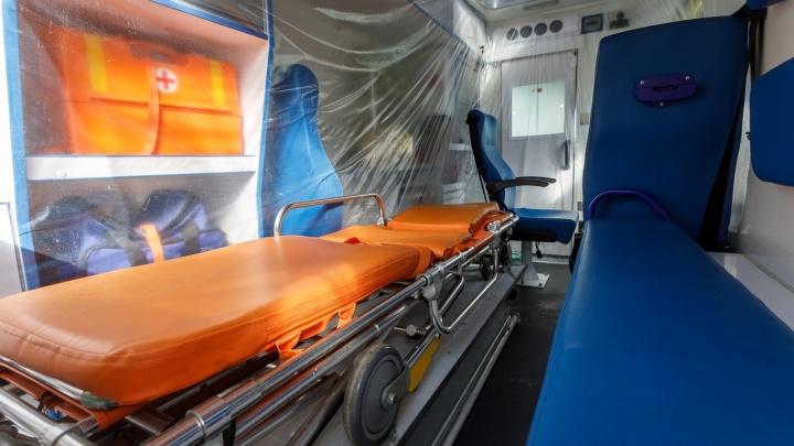 «Этих машин пока хватает»: для пациентов с подозрением на коронавирус переоборудовали три кареты скорой помощи