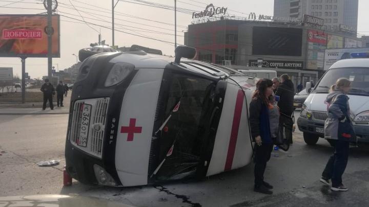 После аварии со скорой помощью один из фельдшеров оказался в реанимации