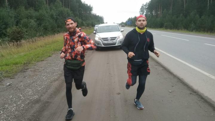 Вокруг Екатеринбурга за 14 часов: два спортсмена-любителя пробежали 96 километров по ЕКАД