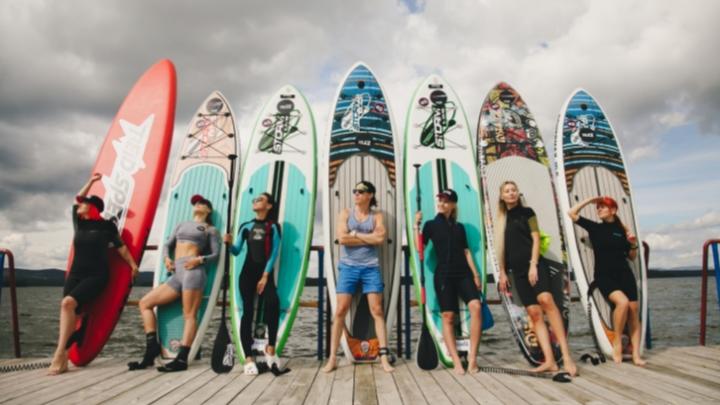 Не спешат закрывать пляжный сезон: блогеры устроили неординарные проводы лета на берегу Еланчика