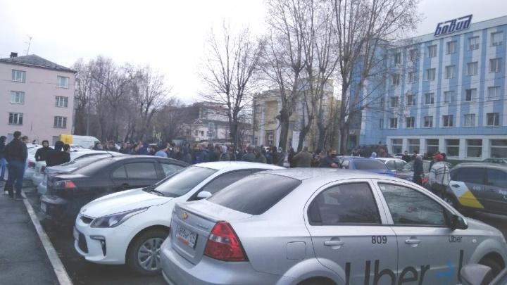 Агрегаторы такси прокомментировали утреннюю забастовку водителей в Челябинске