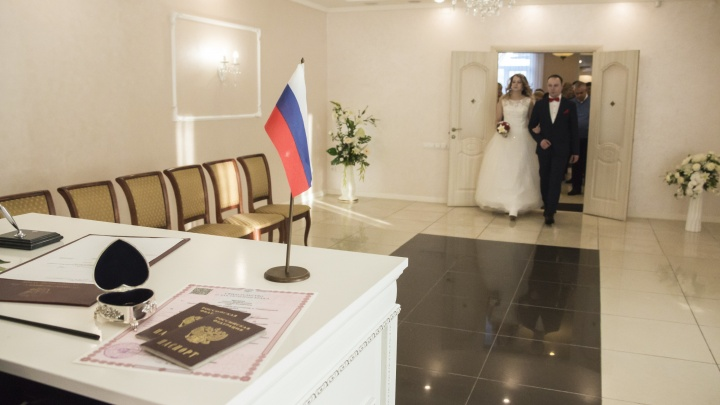 Около 500 пар поженились за время самоизоляции в Архангельской области