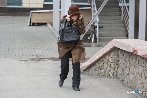 Прогулки по Новосибирску придётся отложить до лучших времен — завтра будет слишком ветрено