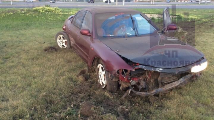 Пьяный водитель взлетел на бордюре и пропахал газон на кольце Шахтеров — 9 Мая