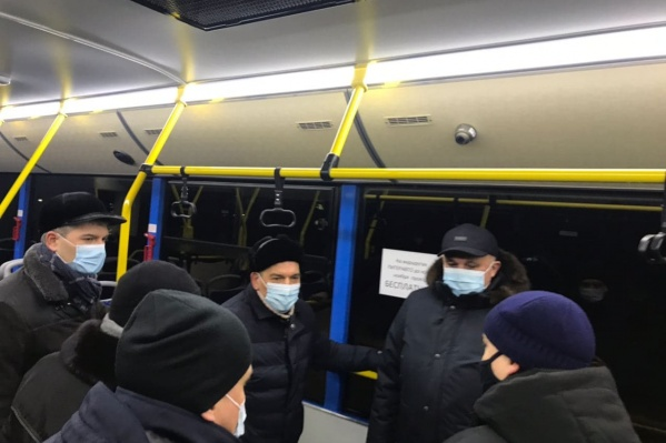 Сергей Цивилёв вместе с мэром Новокузнецка Сергеем Кузнецовым проехали на двух автобусах и пообщались с горожанами