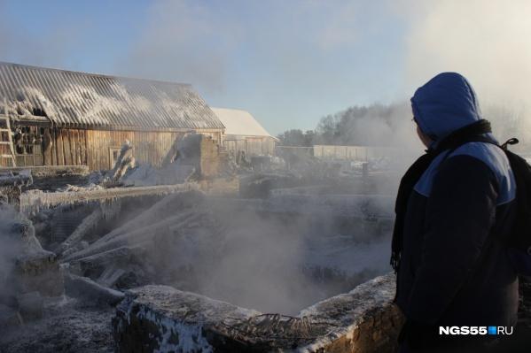 После взрыва дом охватило пламя, и он сгорел
