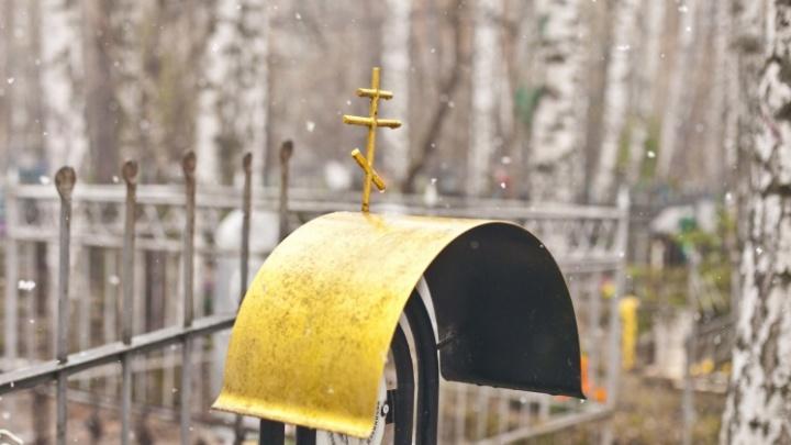 В Новосибирске закрыли для посещений все кладбища