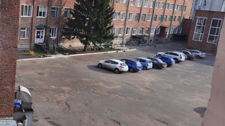 Омский колледж эвакуировали из-за сообщений о взрывном устройстве