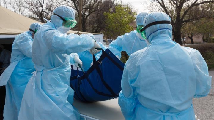 Новый очаг заражения и заболевшие в «Нефтянике» врачи. Хроника COVID-19 в Тюменской области