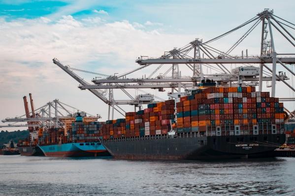 По каким каналам российские экспортеры теперь отправляют свои товары за границу?