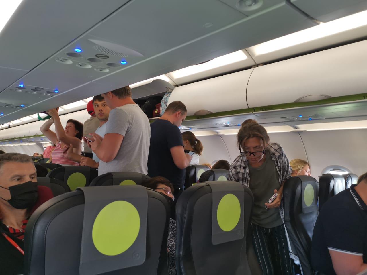 По словам пассажира, самолет не смог сесть из-за дымки над городом