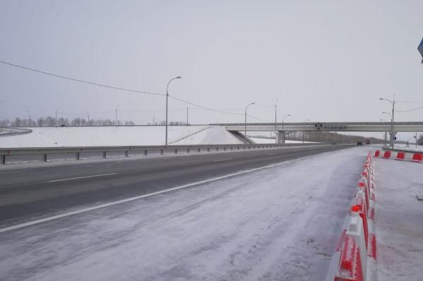 Работы на трассе начались в 2015 году. В реконструкцию 30-километрового участка вложили 7,8 млрд рублей