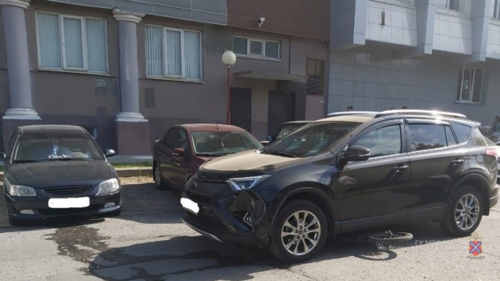 В Волгограде две дамы на кроссоверах сбили подростков на велосипедах