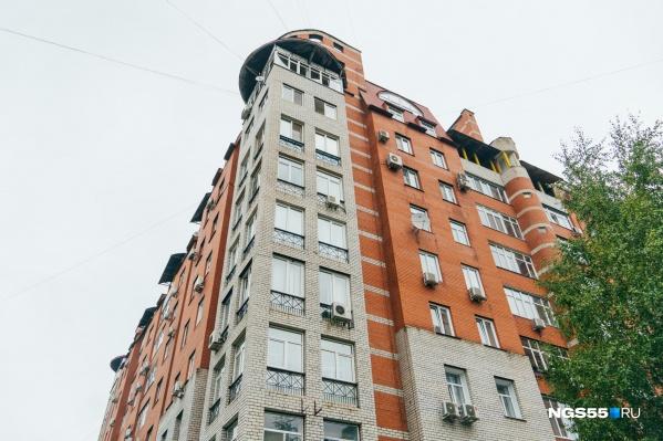 Квартира расположена на 9 и 10 этажах дома