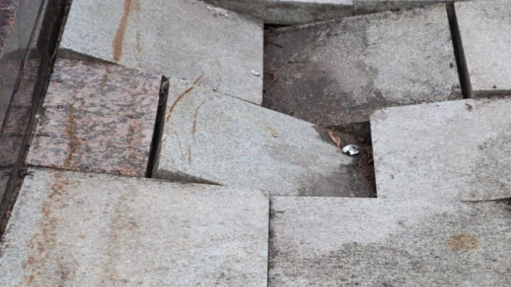 Плитка, лестницы, фонари: в мэрии Ярославля предварительно оценили ущерб от подтопления набережной