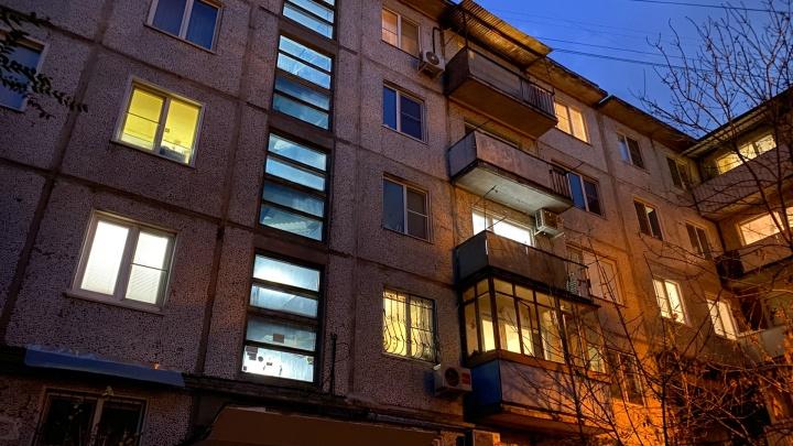 Расстрелявший с балкона подростков волгоградец попросил суд выпустить его из СИЗО