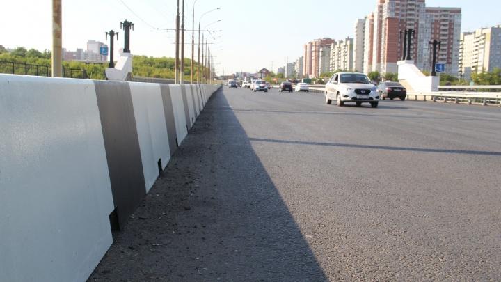 Подрядчика, который сорвал сроки ремонта на Октябрьском мосту, оштрафовали на полмиллиона