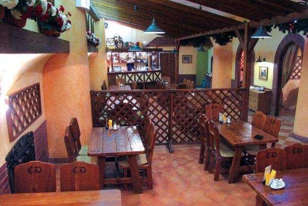 «Ограничения уже незначительные, но помещение пустует»: в центре Волгограда продают ресторан «Чешский двор»