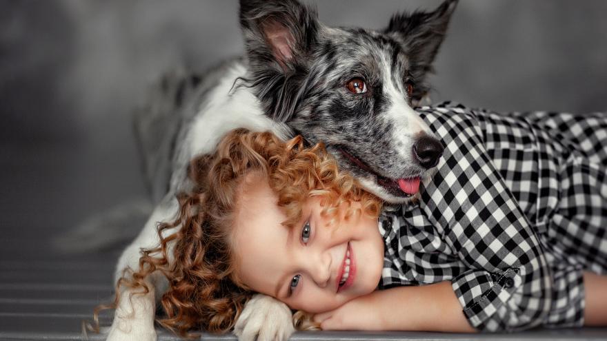 Омичка устраивает детям фотосессии с собаками. Её снимки покорят вас своим теплом