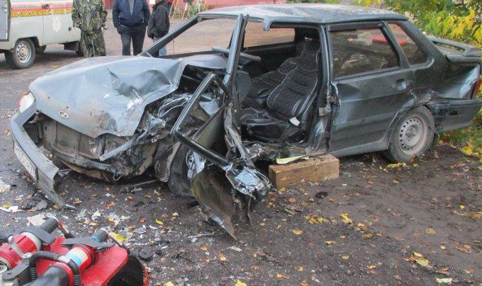 В тройном ДТП в Ярославской области пострадали люди. Первые подробности и фото с места