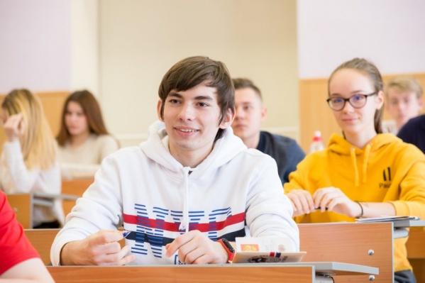Если начать обучение в ФМШ с 5-го класса, шансы сдать единый госэкзамен на 100 баллов без репетиторов и зубрежки значительно возрастают<br>