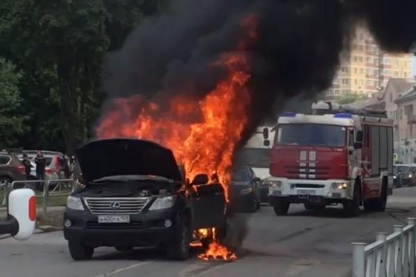 Машина загорелась в районе перекрестка Куйбышева и Революции