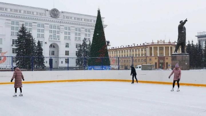 Власти Кемерово отменили новогодние программы на площади Советов. Во всем виноват COVID-19