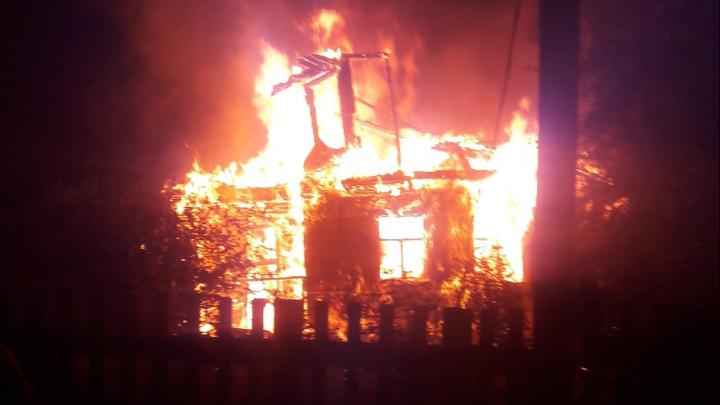 В Приморском районе сгорела дача. В огне погибли двое пенсионеров