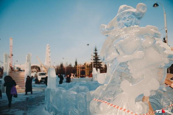 Прошлой зимой ледовый городок красовался на Цветном бульваре. Теперь он «меняет прописку», перебравшись в новую локацию