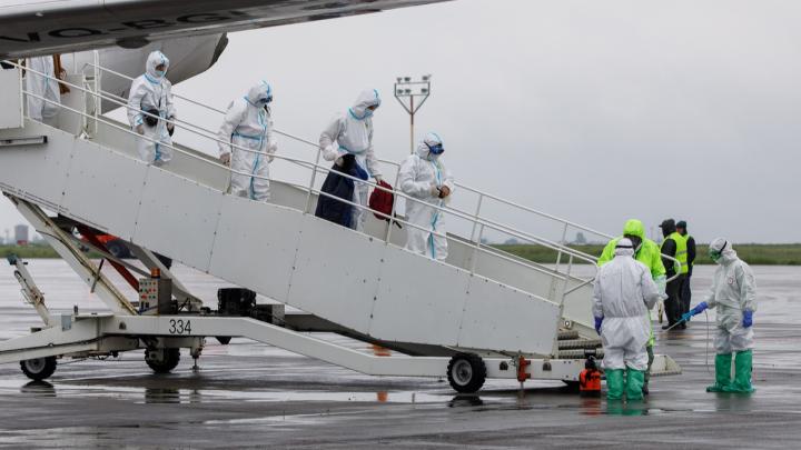 Один в больнице, 40 в обсерваторе: в Волгоград прилетела вторая партия вахтовиков из Якутии