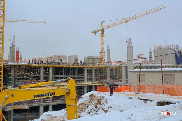 Сейчас строительство центра продолжается